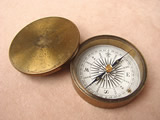 Victorian explorers pocket compass with lid circa 1860