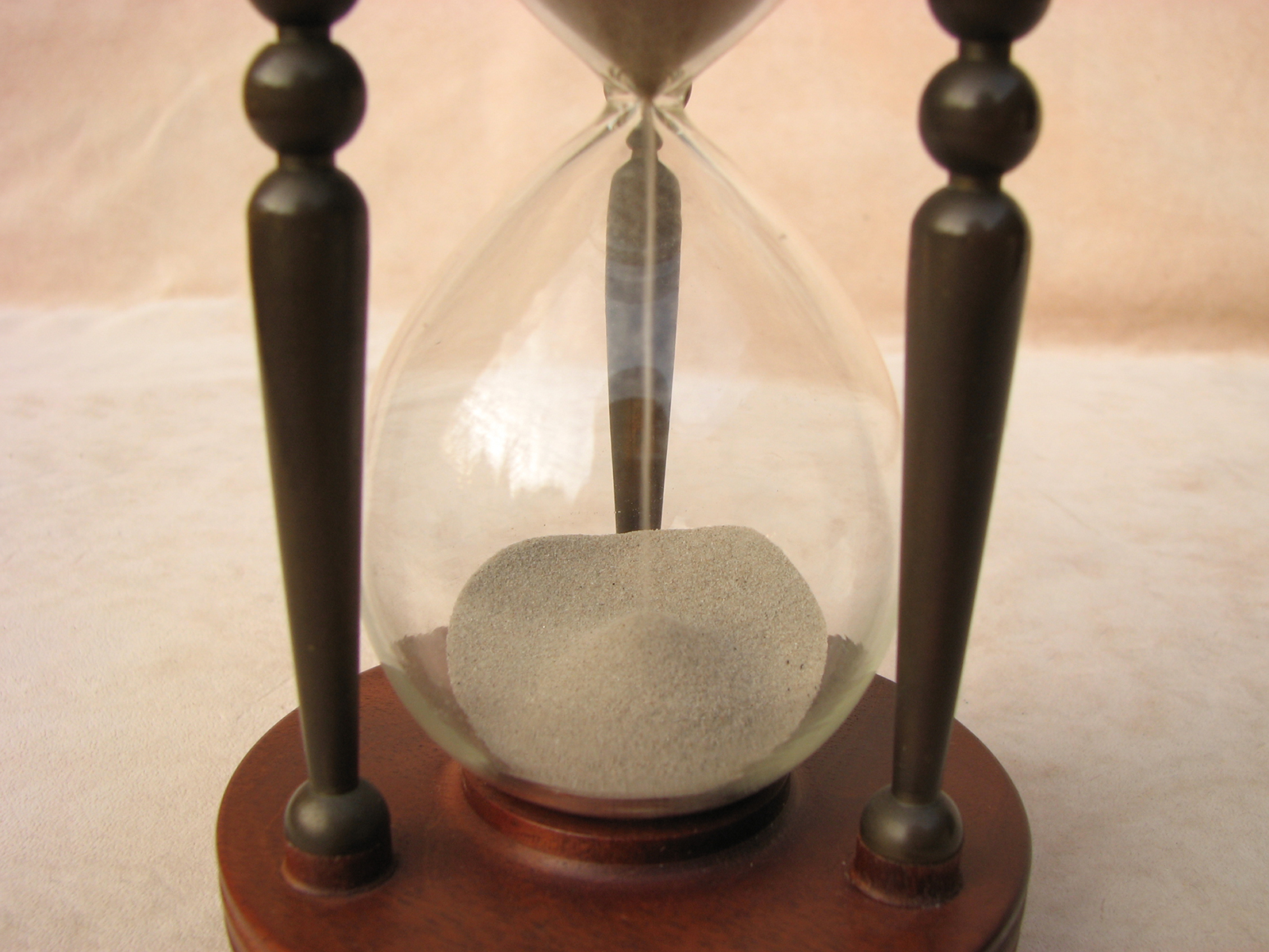 Mid 20th Century circular sand timer with brass pillars