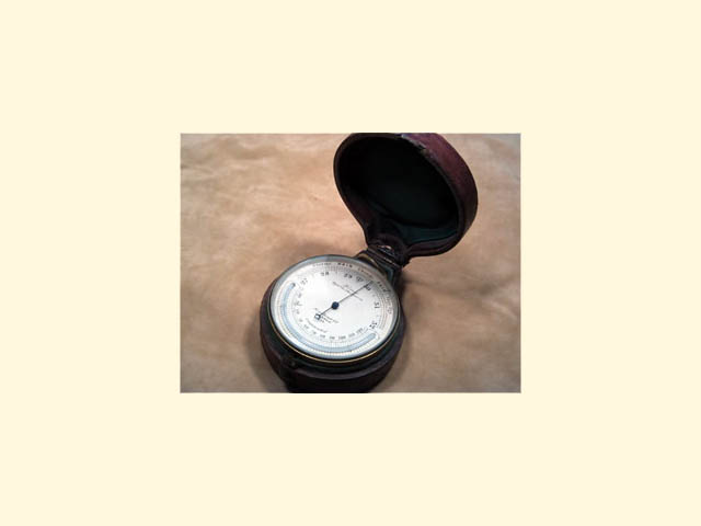 Pocket barometer with curved thermometer